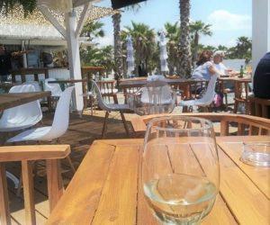 beber en pantai mar paseo maritimo